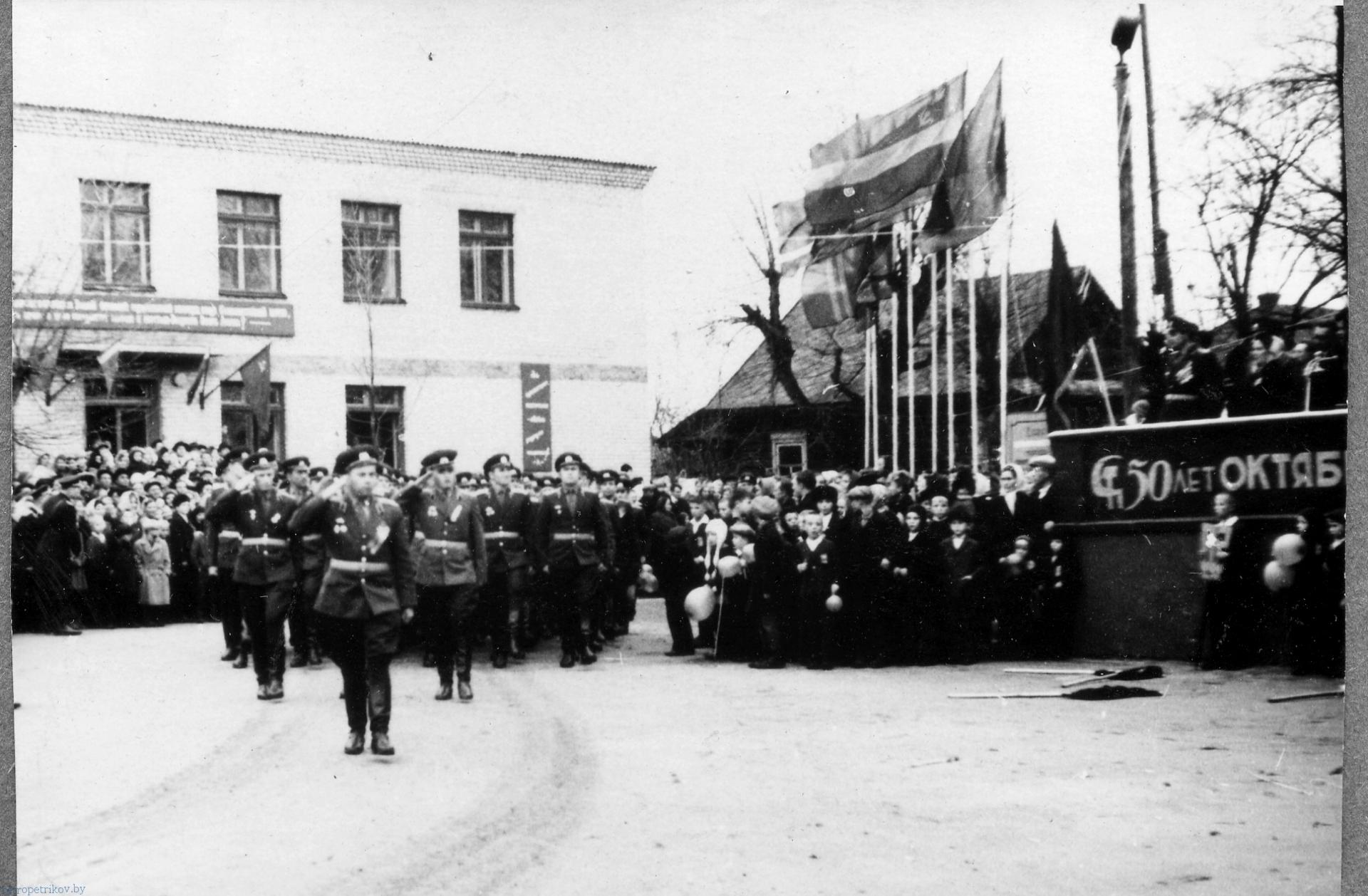 картинка ракетчики на параде в Петрикове