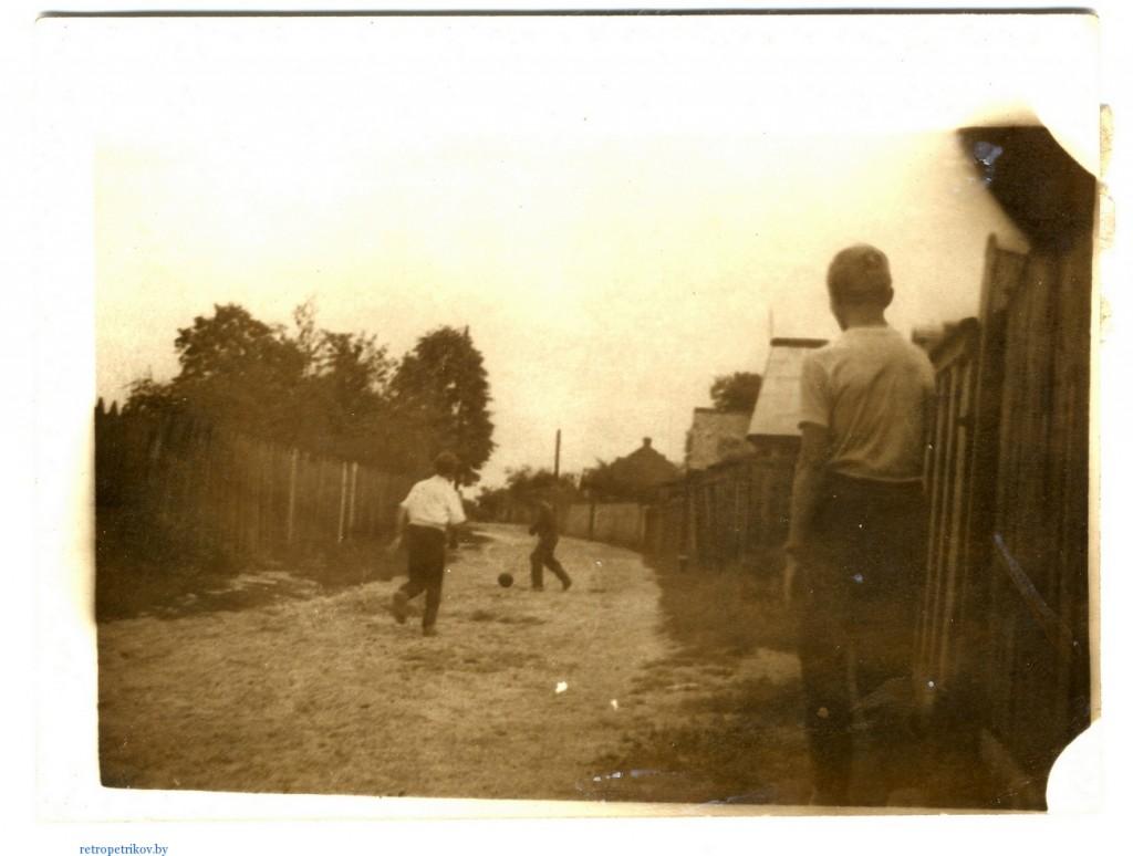 фото дети играют в футбол на улице