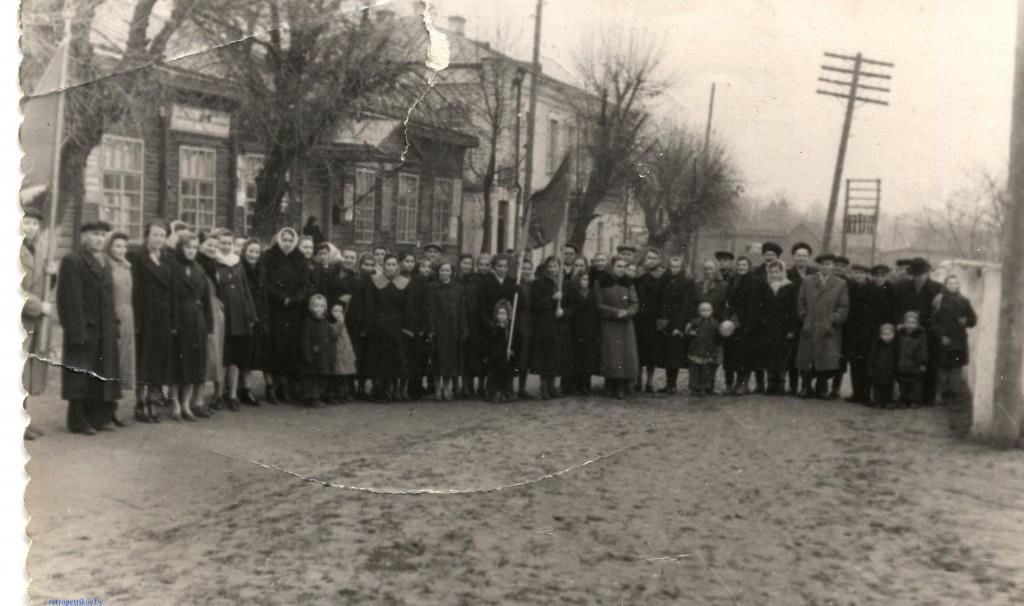 фото Петриков 60-е, после демонстрации