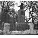 Петриков, памятник Деду Талашу, 60-е годы (25retro)
