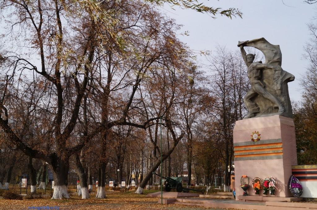 памятник Чалому