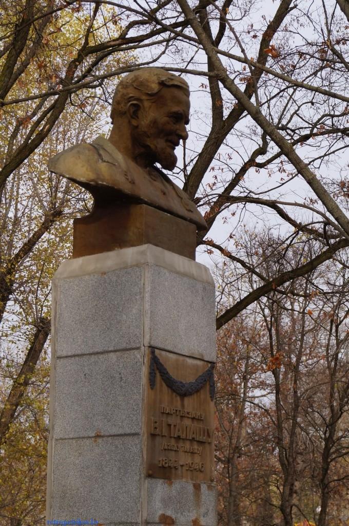 фото памятника Деду Талашу