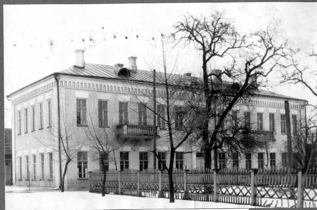 фото райисполкома Петриков 70-е