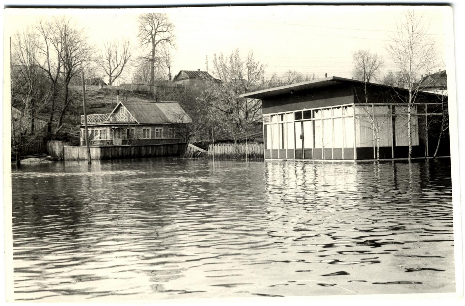 кафе Маяк во время наводнения