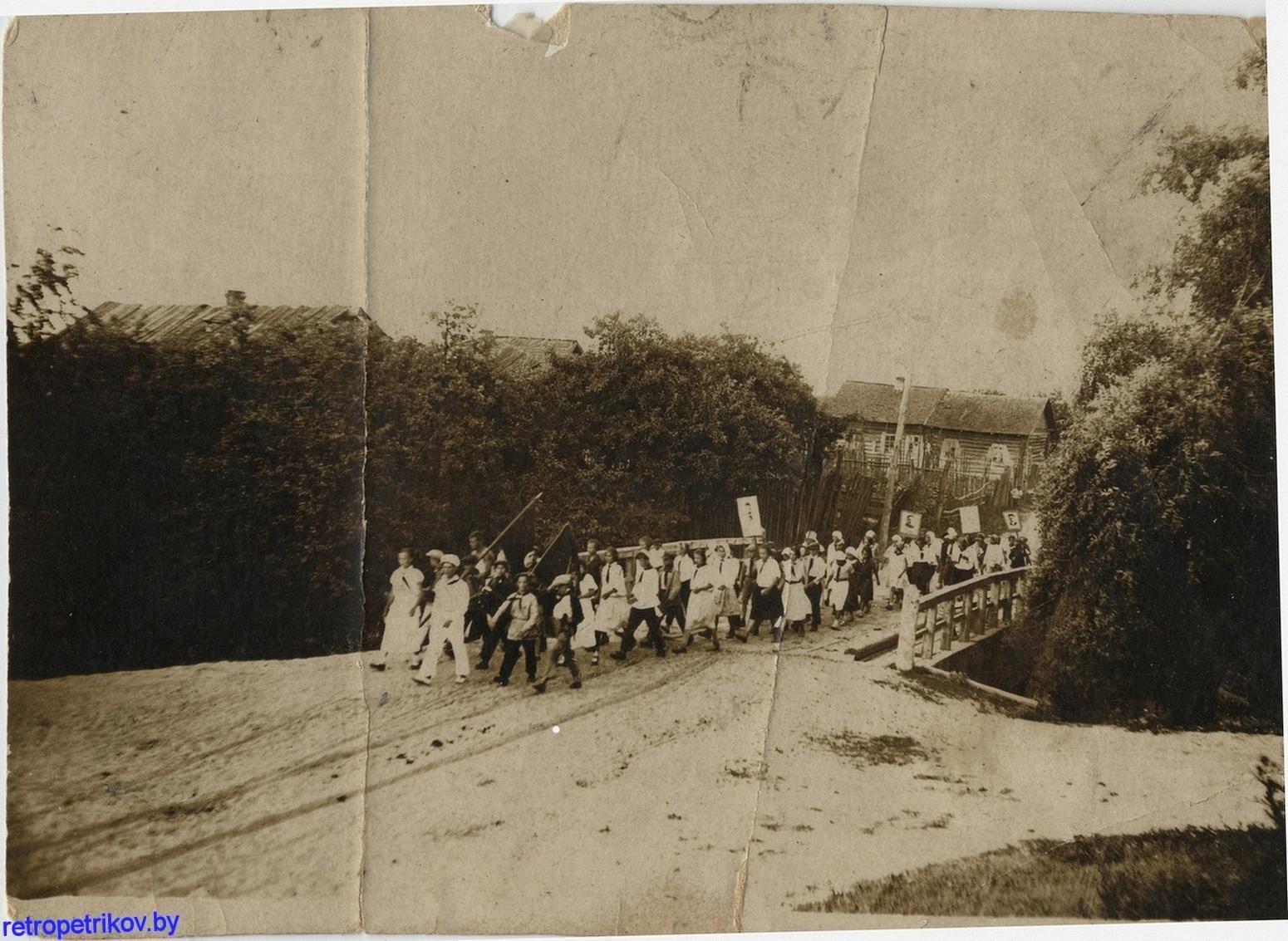марш через мост комсомольцев в Белке