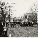 Октябрьская демонстрация в Петрикове в 60-е (109retro)