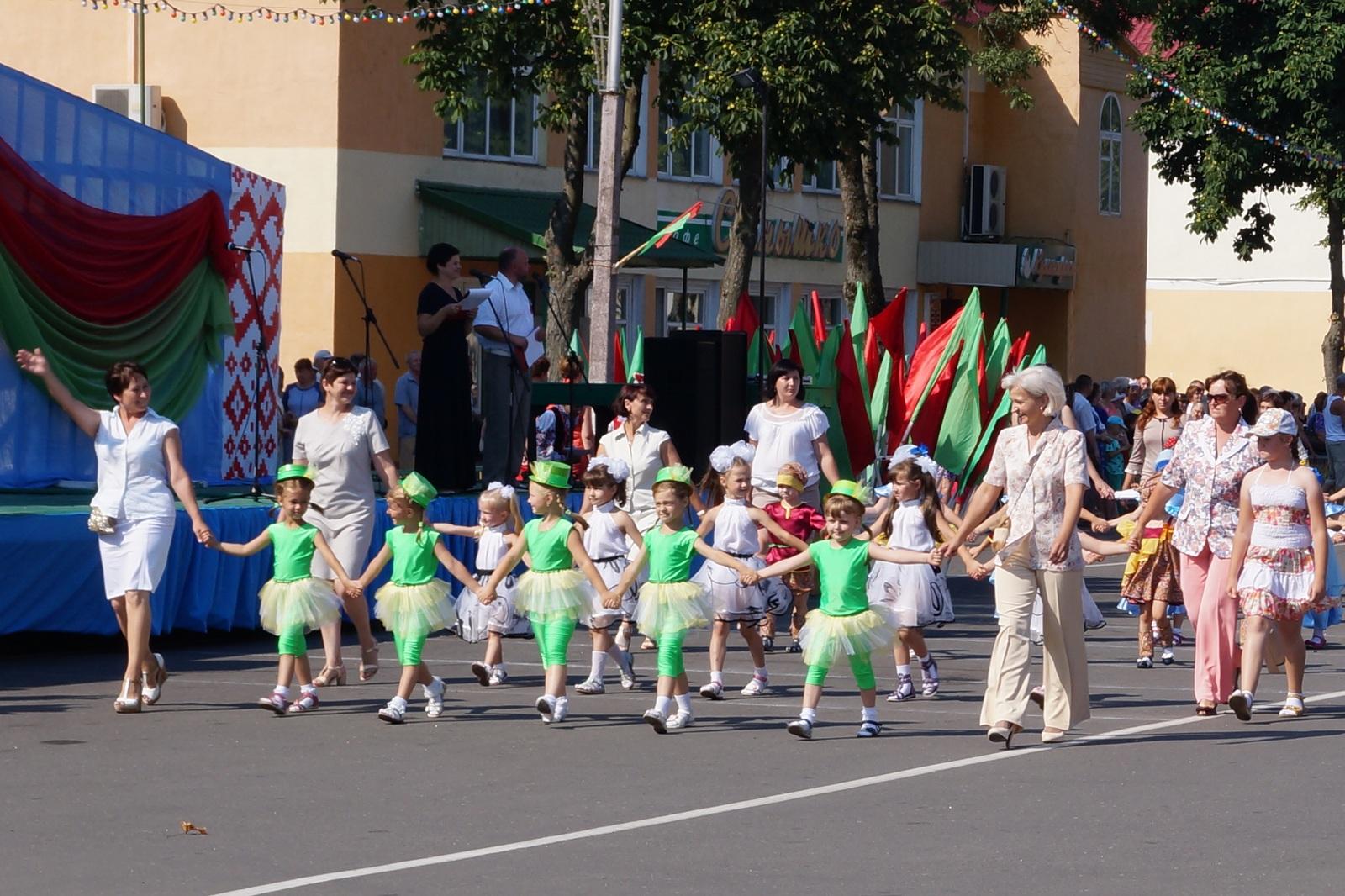 детский садик на параде