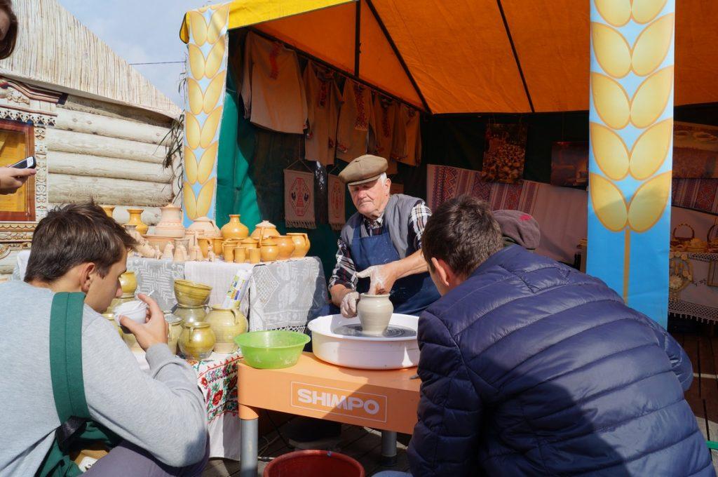 гончар на фестивале Зов Полесье