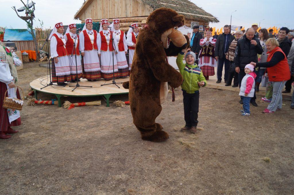 медведь с ребенком