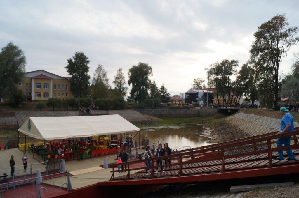 вид на главную сцену фестиваля