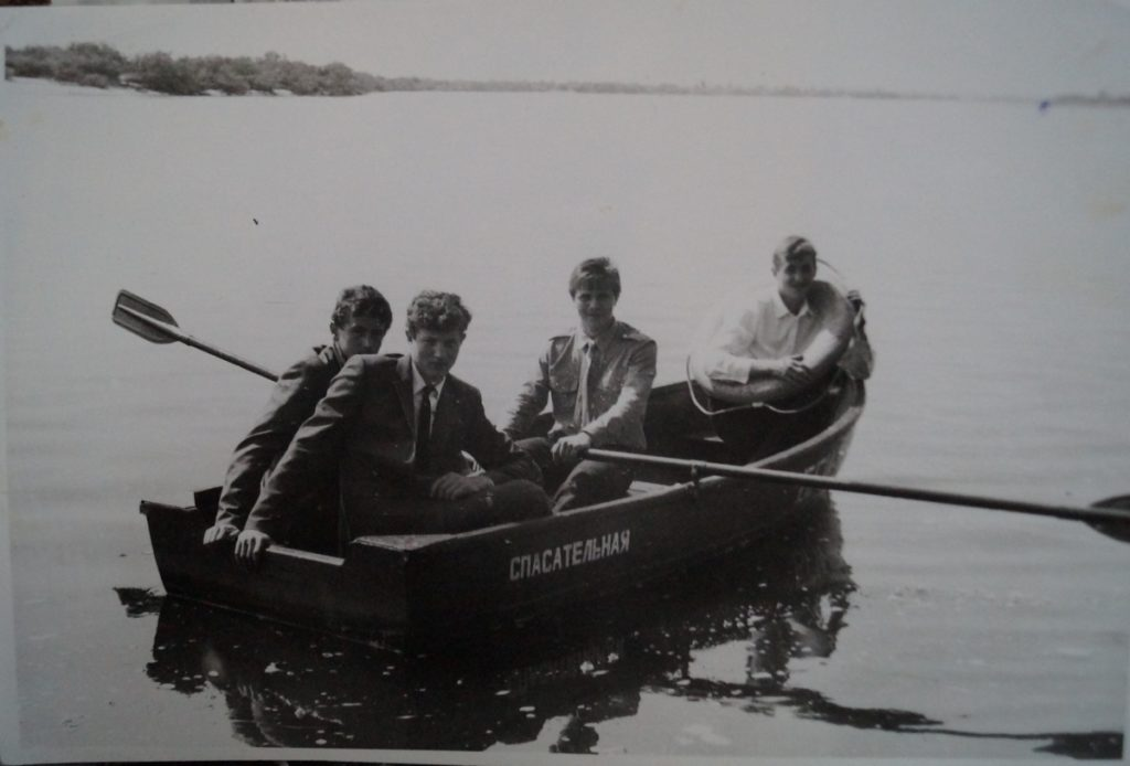фото выпускников в лодке