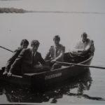 Выпускники в лодке на Припяти (167retro)