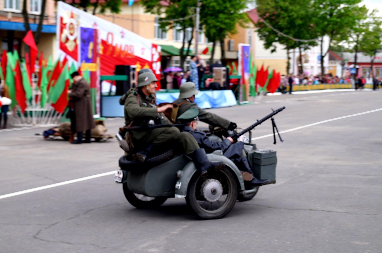 немцы на мотоцикле
