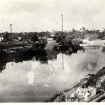 """Вид на залив """"Бычок""""  и Судоремонтный завод в Петрикове, 70-е (182retro)"""
